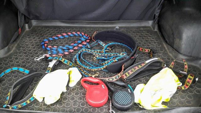 Foceno je to v kufru, ale vozím to na zadním sedadle pod dekou - v kufru jsou psíci:))