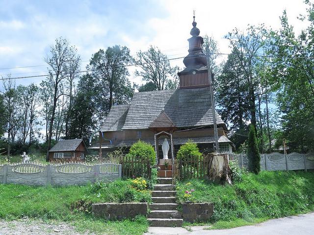 Kostelík v obci Pylypets